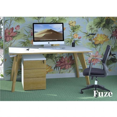 Fuze Single Desk and Toto Office Chair